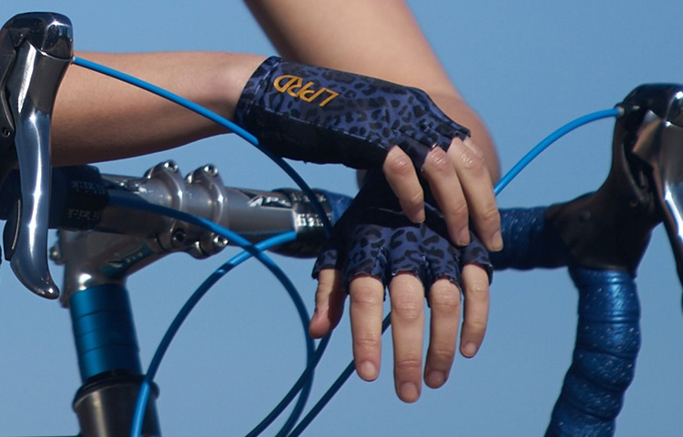 Do cycling gloves help with hand numbness?
