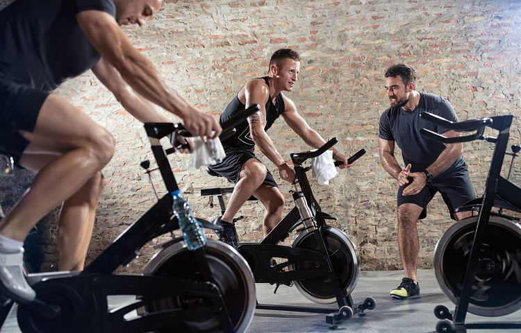 Bicycle spinning with personal trainer